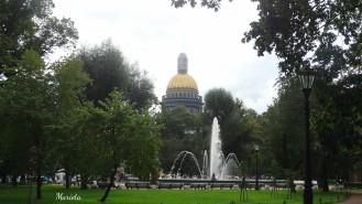 Vista de la cúpula de San Isaac desde el parque Aleksandrovskiy