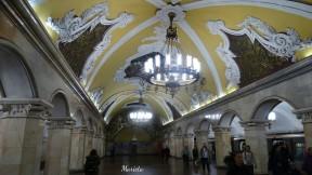 Estación de Komsomolskaya (línea 5) Inaugurada el 30 de enero de 1952. El tema artístico de la estación es la lucha del pueblo ruso por la independencia y sus esfuerzos históricos contra los invasores.